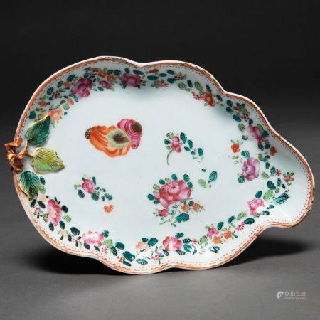 Fontaine en porcelaine chinoise de la Compagnie des Indes en forme de feuille. XVIIIe sièclePré
