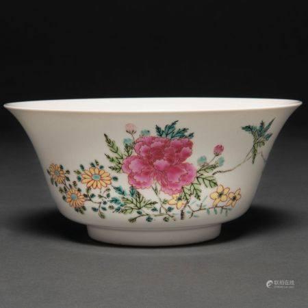 Bol en porcelaine chinoise de la famille des porcelaines roses. Travail chinois, XXème siècleBo