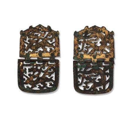 六朝 鎏金铜镂雕龙纹饰一对 SIX DYNASTIES (AD 220-589)