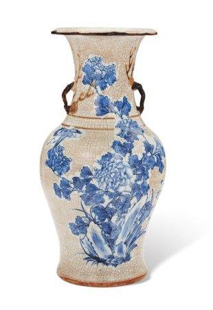 清十九世纪 青花牡丹纹瓶 19TH CENTURY