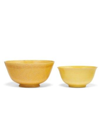 TWO CHINESE YELLOW-GLAZED PORCELAIN BOWLS QING DYNASTY, 18TH/19TH CENTURY