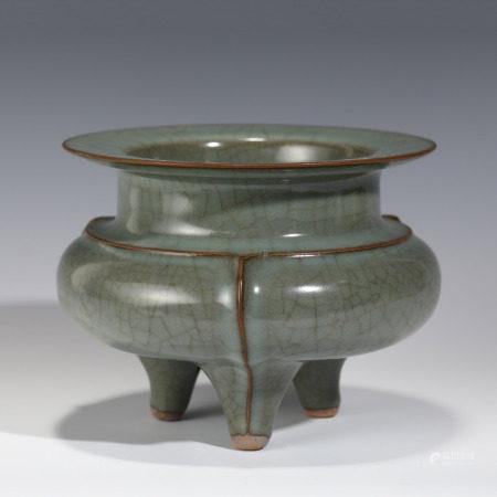 Ming Dynasty MING GUAN WARE TRIPOD CENSER
