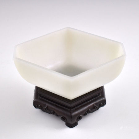 Qing Dynasty JADE LOZENGES BRUSH WASHER ON STAND
