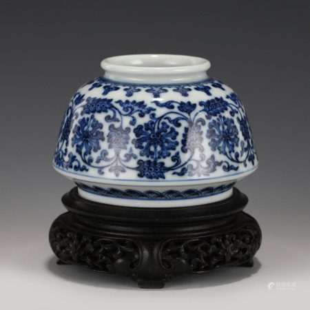 Qing Dynasty QIANLONG BLUE & WHITE WATER POT ON STAND