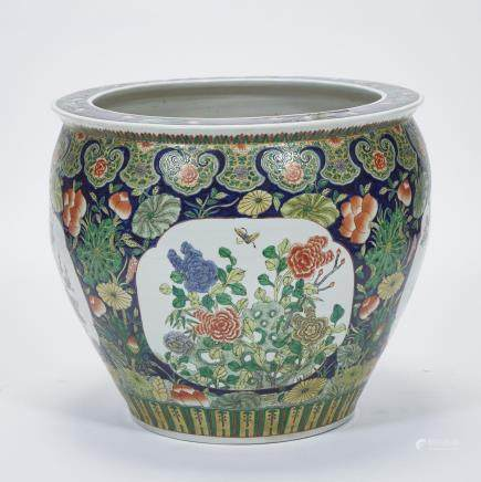 A CHINESE PORCELAIN FISH BOWL, 20TH CENTURY