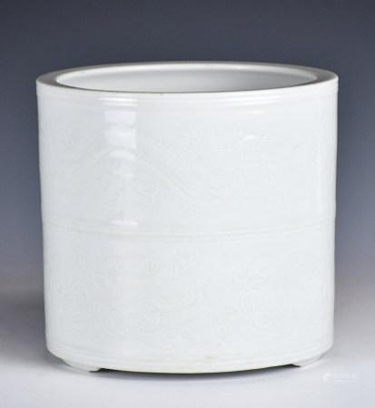 19世紀 暗刻趕珠龍紋白瓷筆筒