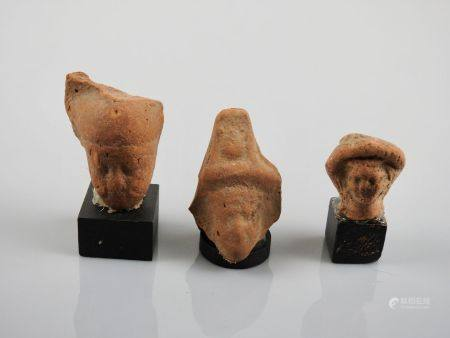 Têtes d'Harpocrate Sérapis.Terre cuite,époque gréco-romaine.Et divers. H :env3 à  4cm.