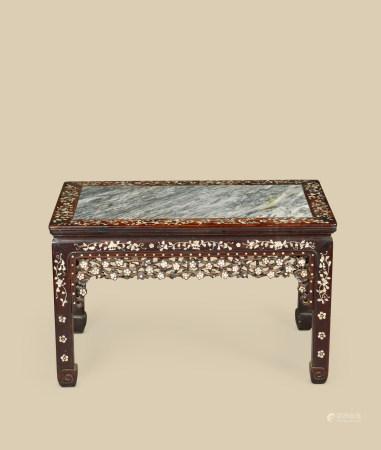 清代(1644~1911) 红木嵌螺钿镶云石面春凳