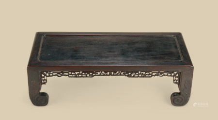 清代(1644~1911) 红木刻花卉纹长方台