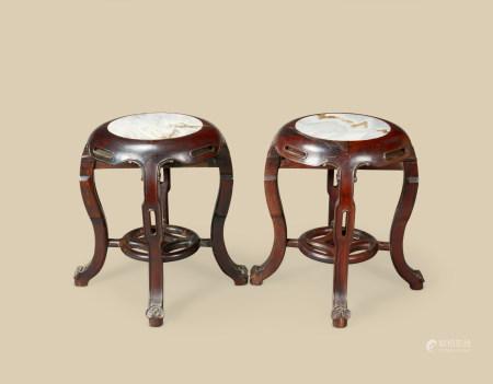 清代(1644~1911) 红木嵌云石四足圆凳 (一对)
