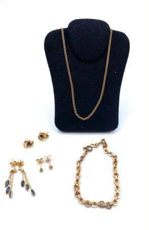 Lot en or 750 millièmes comprenant :   - Une chaîne en or  : 5.2 g - Un bracelet motif pastille