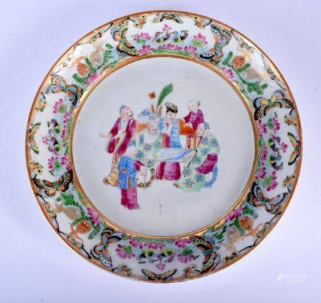 A MID 19TH CENTURY CHINESE CANTON FAMILLE ROSE PORCELAIN DISH Qing, painted with figures. 24 cm diam