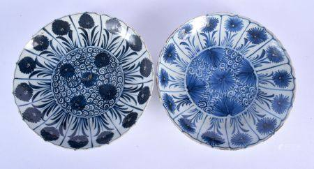 A PAIR OF LATE 17TH CENTURY CHINESE BLUE AND WHITE PORCELAIN SCALLOPED DISHES Kangxi/Yongzheng, pain