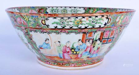 AN EARLY 20TH CENTURY CHINESE CANTON FAMILLE ROSE PORCELAIN BOWL Late Qing/Republic, painted with fi