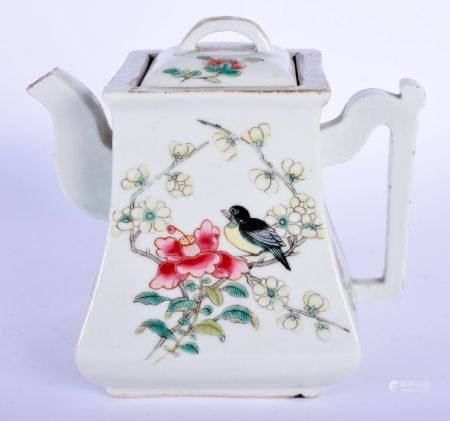 AN 18TH/19TH CENTURY CHINESE FAMILLE ROSE PORCELAIN WINE POT AND COVER Qing, enamelled with a bird a