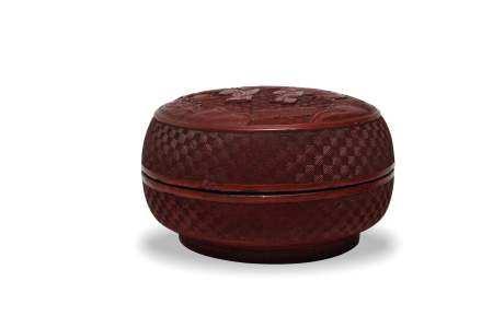 CHINESE CINNABAR BOX, 19TH CENTURY 十九世纪 剔红人物捧盒