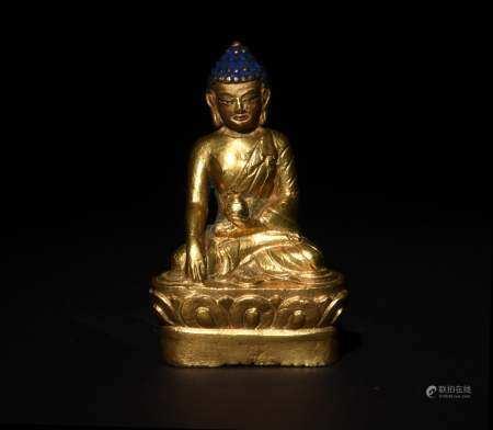 SMALL STATUE OF GILT BRONZE BUDDHA, 18/19TH CENTURY 十七/十八世纪 铜鎏金佛像