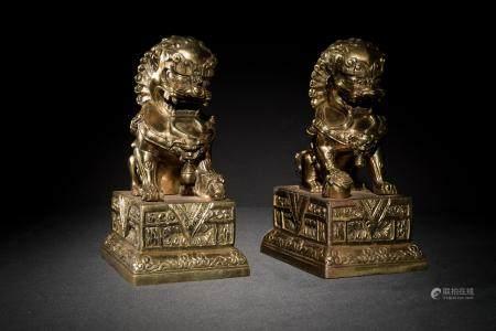PAIR OF CHINESE GILT GUARDIAN LIONS, 19TH CENTURY 十九世纪 铜狮子一对