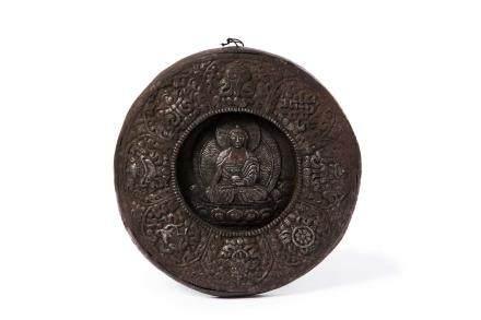 TIBET XXe siècle Mandala en métal repoussé