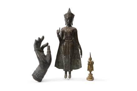 THAILANDE, période Rattanakosin, XIXe siècle Lot de trois statuettes