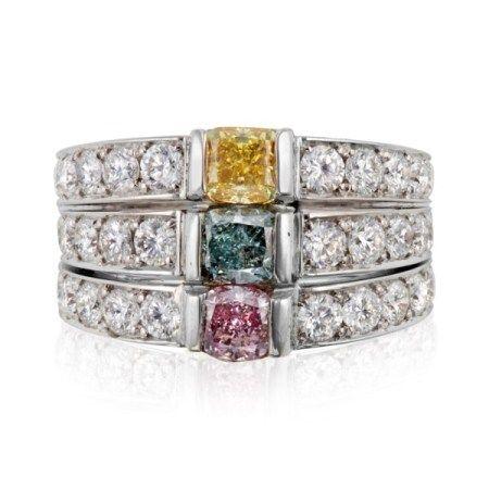 THREE-STONE COLORED DIAMOND AND DIAMOND RING