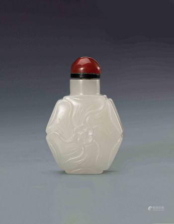 清和田白玉扁葵花形六边鼻烟壶(1644-1912) A Chinese White Jade Flower Snuff Bottle Qing Dynasty(1644-1912)