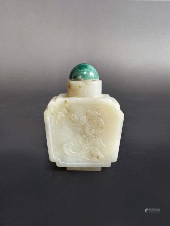 清和田白玉人物四方鼻烟壶(1644-1912) A Chinese White Jade Figure Snuff Bottle Qing Dynasty(1644-1912)