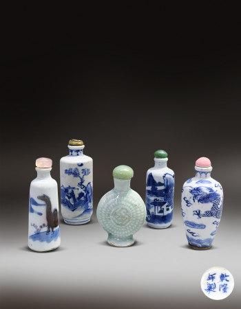 清青花鼻烟壶五件一组(1644-1912) A Group of Blue and White Snuff Bottle Qing Dynasty(1644-1912)