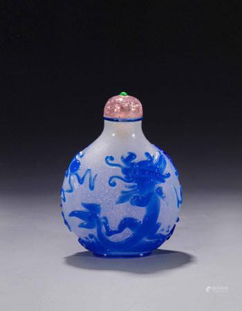 清中期芝麻地套蓝料龙凤纹鼻烟壶 A Chinese Sesame Grounded Blue Glass Dragon and Phoenix Snuff Bottle Mid Qing Dynasty