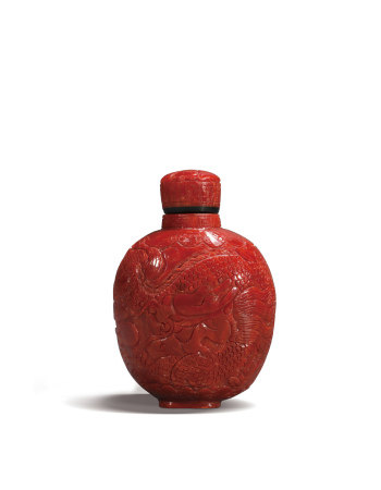 红珊瑚雕龙凤纹鼻烟壶 A Chinese Red Carved Dragon and Phoenix Snuff Bottle