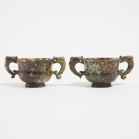 二十世纪初 藓纹玛瑙雕'鱼龙变化'双耳杯一对 A Pair of Carved Moss Agate 'Dragon-Fish' Handled Cups, Early 20th Century