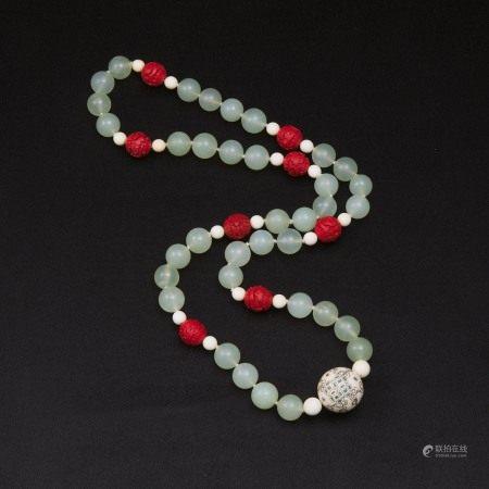 二十世纪早期 玉珠链一串  A Beaded Jade Necklace, Early 20th Century
