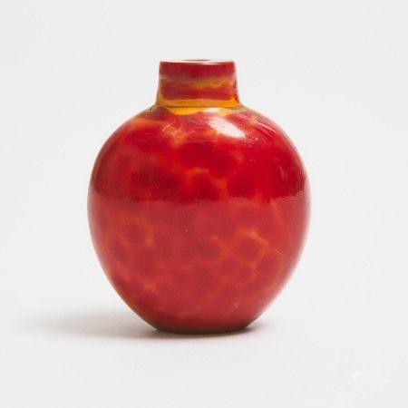 清 料仿雄黄鼻烟壶 A Rare 'Realgar' Glass Snuff Bottle, Qing Dynasty, 18th/19th Century