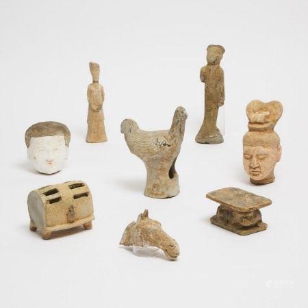 汉/唐 陶俑一组八件 A Group of Eight Pottery Tomb Figures, Han/Tang Dynasty