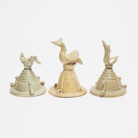 宋 明器鹅形盖一组三件 A Group of Three Straw-Glazed Pottery Funerary Covers, Song Dynasty (AD 960-1279)