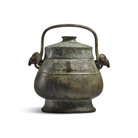 An archaic bronze ritual wine vessel and cover (You), Western Zhou dynasty | 西周 青銅龍紋卣