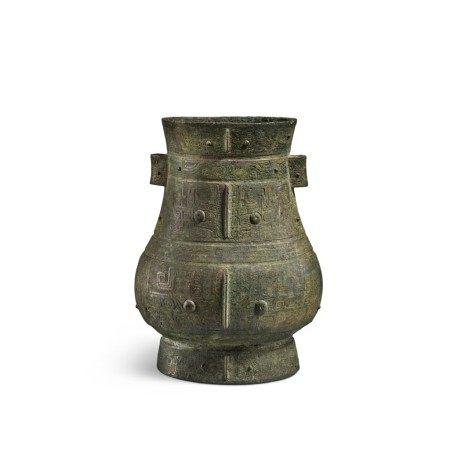 A magnificent and rare archaic bronze ritual wine vessel (Hu), Late Shang dynasty | 商末 青銅饕餮紋壺