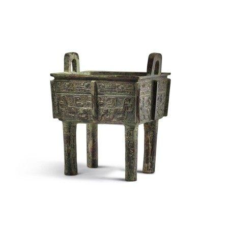 An archaic bronze food vessel (Fangding), Early Western Zhou dynasty | 西周初 青銅饕餮紋方鼎