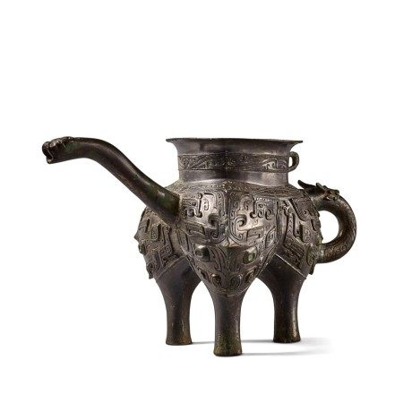 An exceptionally rare archaic bronze ritual pouring vessel (He), Eastern Zhou dynasty, Spring and Autumn period | 東周 春秋 青銅獸面紋龍流盉