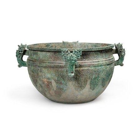 A massive archaic bronze water basin (Jian), Eastern Zhou dynasty, late Spring and Autumn period, circa 500 BC | 東周 春秋末 約公元前500年 青銅變形龍紋獸首耳鑒