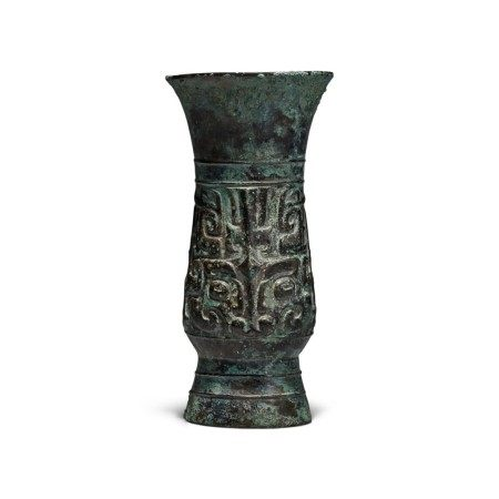 An inscribed archaic bronze ritual wine vessel (Zhi), Late Shang dynasty | 商末 天黽父癸觶