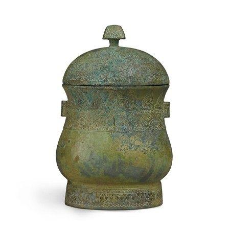 An archaic bronze ritual wine vessel and cover (Zhi), Late Shangearly Western Zhou dynasty | 商末西周初 青銅幾何紋觶