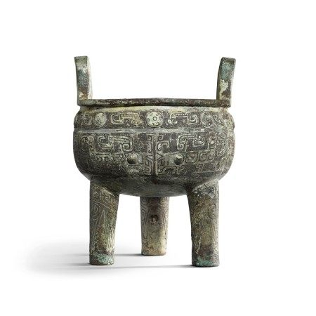 An important inscribed archaic ritual bronze food vessel (Ding), Late Shang dynasty, 13th - 11th century BC | 商末 公元前十三至十一世紀 犬祖辛祖癸鼎