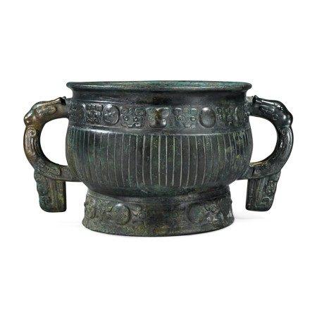 An archaic bronze ritual food vessel (Gui), Late ShangEarly Western Zhou dynasty | 商末西周初 青銅獸面直棱紋簋
