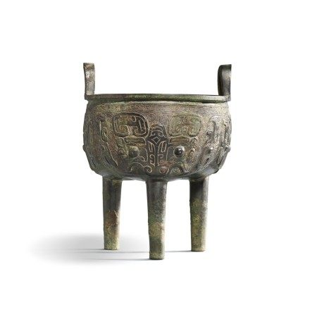 An inscribed archaic bronze ritual food vessel (Liding), Late ShangEarly Western Zhou dynasty | 商末西周初 亞鼎