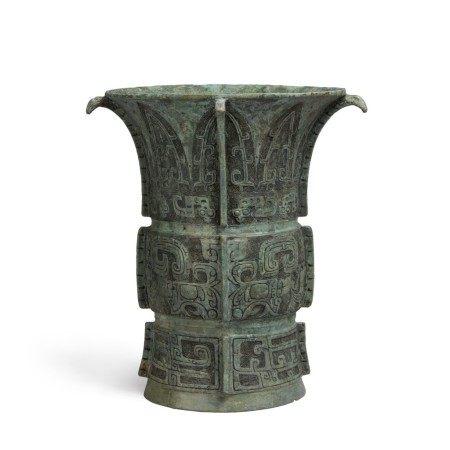 An inscribed archaic bronze ritual wine vessel (Zun), Late Shang dynasty | 商末 冊尊