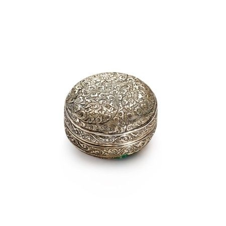 A repoussé silver 'lotus' box and cover, Five DynastiesNorthern Song dynasty | 五代北宋 銀鏨纏枝花卉紋蓋盒