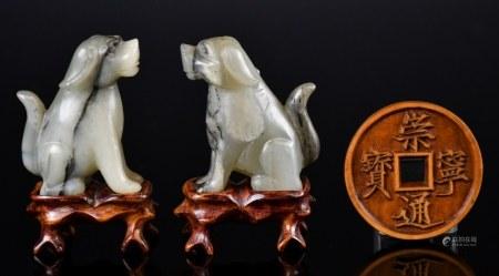19世紀 玉狗對及黃楊木錢雕