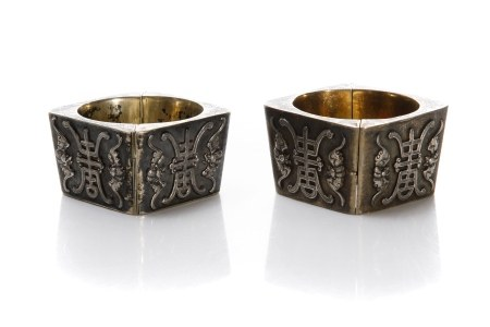 PAIR OF CHINESE EXPORT SILVER CUFF BRACELET, 193g