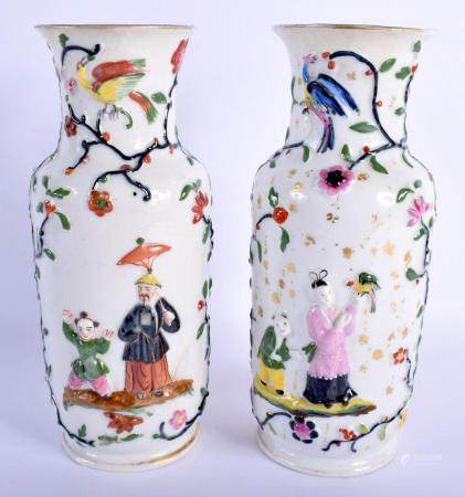A PAIR OF EARLY 19TH CENTURY FRENCH PARIS PORCELAIN VASES modelled in the Regency style and decorated with Chinese figures. 26.5 cm high.